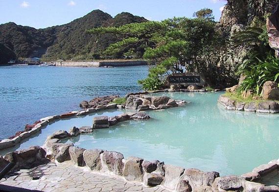 Onsen i Nachikatsuura (foto av Chris 73 på Wikimedia Commons)