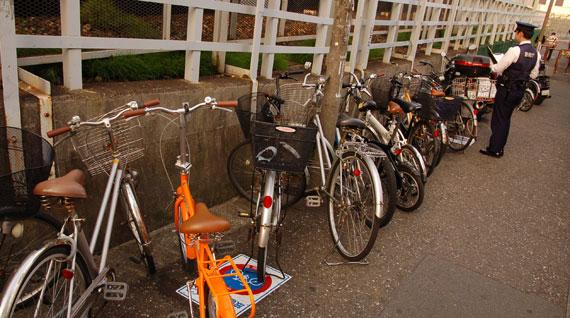 Polisen är noga med att kolla parkerade cyklar