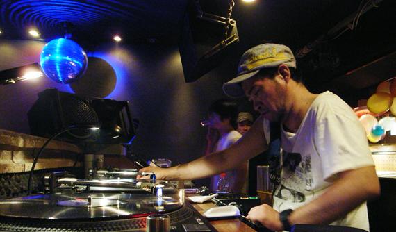 Dj Nori spelar ett 30-timmars set på Loop