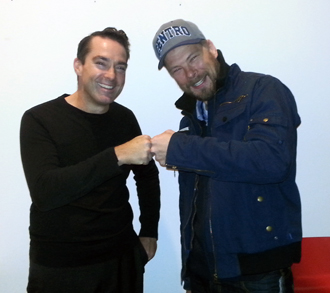 Cameron Tonkinwise and Greenelizer CEO Fredrik Forsman do the fistbump after the lecture at Konstfack.