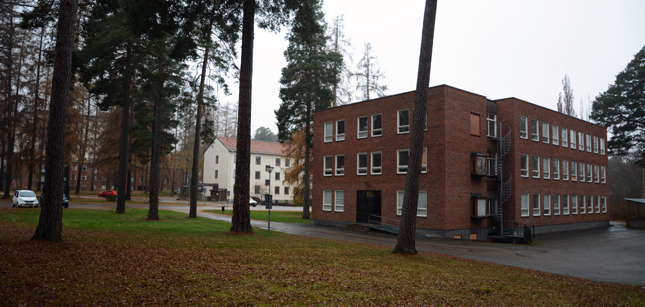 Typical surroundings in Ulleråker, south of Uppsala. Mixed housing and old institution buildings, with low density and plenty of natural environment.