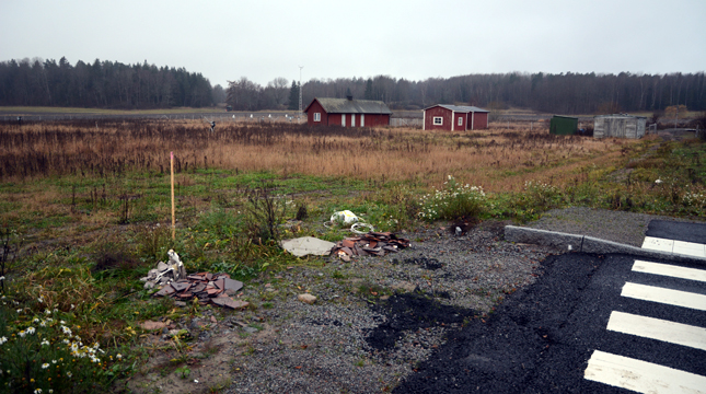 The site in Bäcklösa is right beside a newly built main road leading up to Gottsunda. The area is just a field today, but is planned for extensive new city development in the near future.