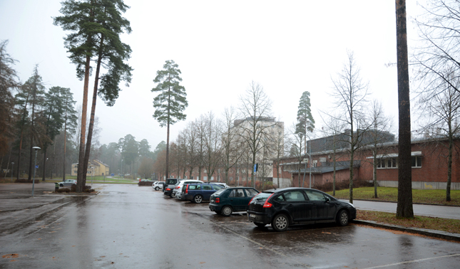 The second site in Ulleråker is a parking lot, which means that a Plugg Inn structure could be developed without extensive earthworks. There is a cemetary and a preschool close to the site.